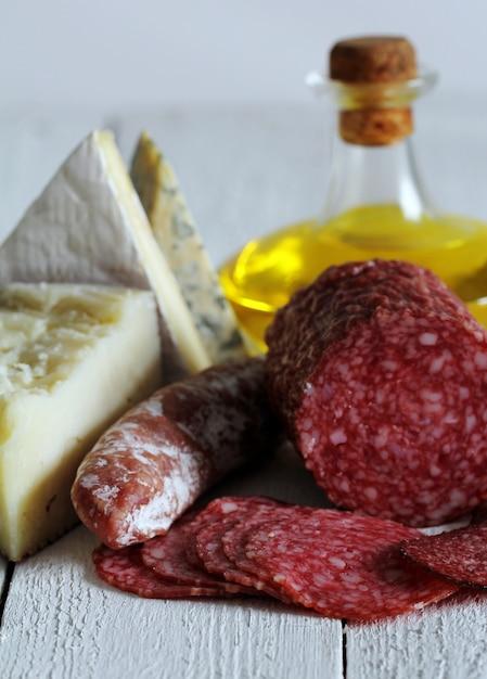 サラミとチーズ 無料写真