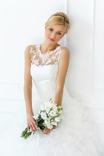 Красивая невеста с букетом Бесплатные Фотографии