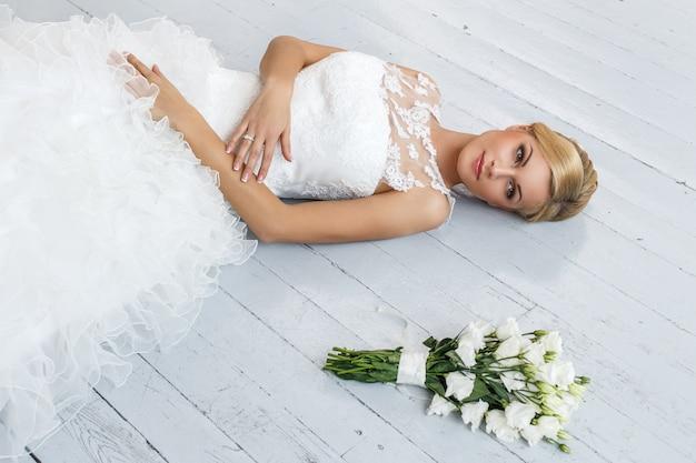 ブーケと美しい花嫁 無料写真
