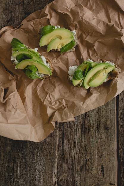 テーブルの上のサンドイッチ 無料写真