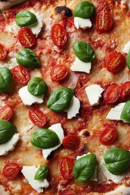 Вкусная пицца с базиликом Бесплатные Фотографии