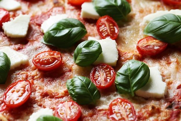 バジルとおいしいピザ 無料写真