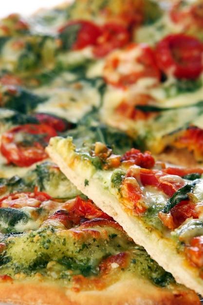 おいしい新鮮なサラミピザ 無料写真
