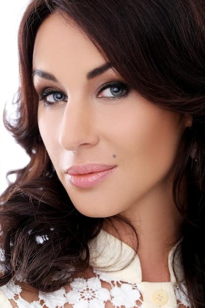 美しい顔を持つ豪華な女性 無料写真