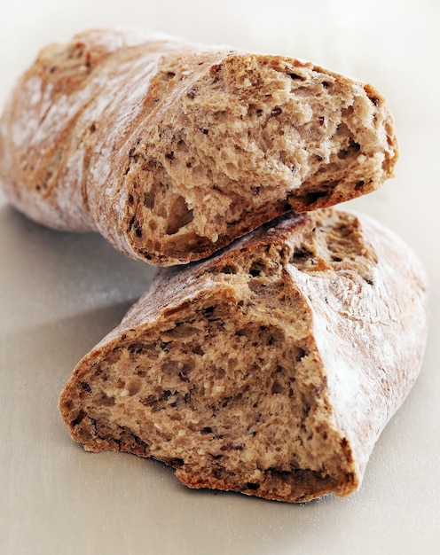 料理。良い小麦から作られたおいしいパン 無料写真
