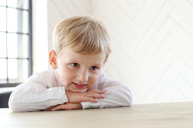 かわいい男の子 無料写真