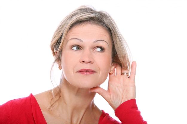 聞いている金髪の女性 無料写真