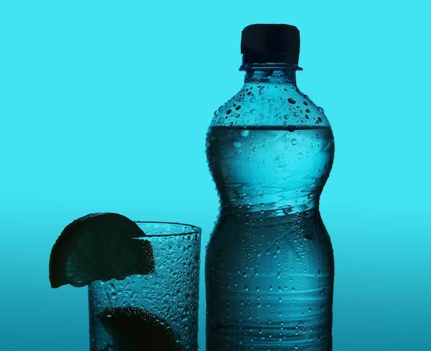 ボトルとグラスのシルエット 無料写真