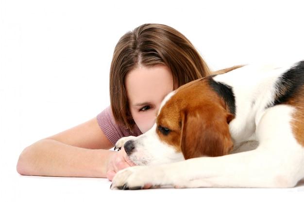 Молодая и красивая женщина с собакой Бесплатные Фотографии