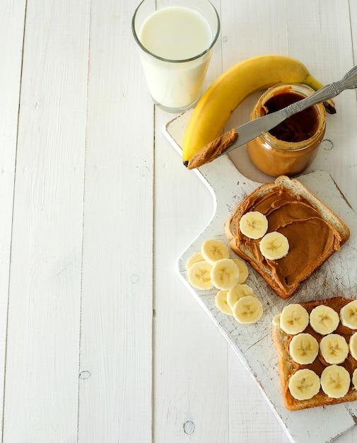Бутерброды с арахисовым маслом и бананом Бесплатные Фотографии