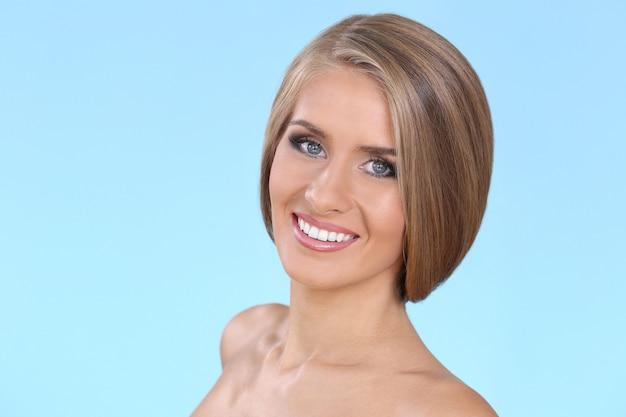 美しい金髪の女性 無料写真
