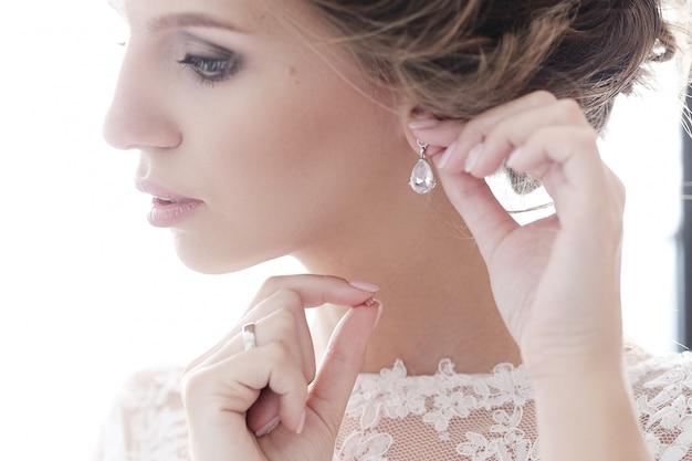 Невеста в ее свадебном платье Бесплатные Фотографии