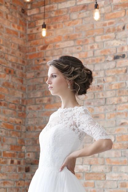 彼女のウェディングドレスの花嫁 無料写真