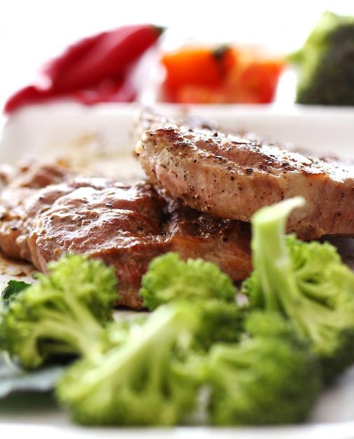 おいしいステーキと野菜 無料写真