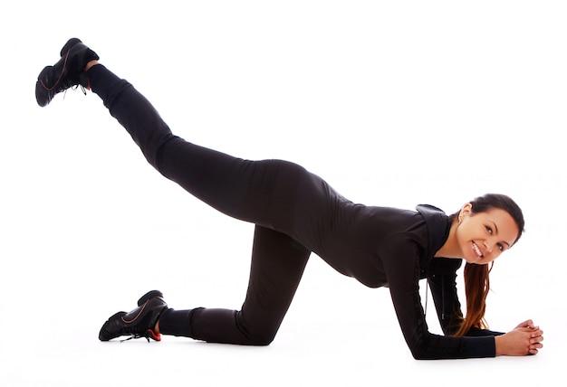 フィットネス運動をしている美しい女性 無料写真