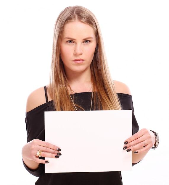 Девушка с пустым пустым плакатом Бесплатные Фотографии