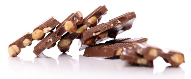 Кусочки молочного шоколада с орехами Бесплатные Фотографии