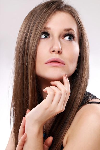 Красивая женщина с длинными волосами Бесплатные Фотографии