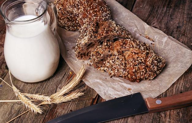Вкусный хлеб с молочной банкой Бесплатные Фотографии