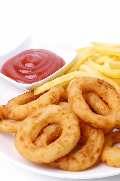 Луковые кольца и картофель фри с кетчупом Бесплатные Фотографии