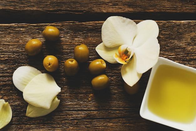 Оливковое масло с цветами Бесплатные Фотографии