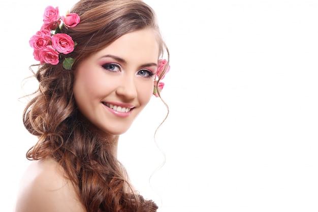 髪にバラで美しい女性 無料写真