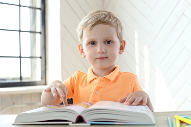 Милый мальчик Бесплатные Фотографии