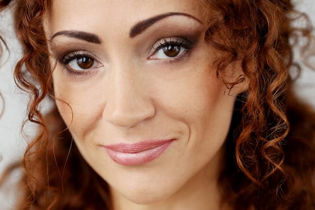 Великолепная женщина с красивым лицом Бесплатные Фотографии