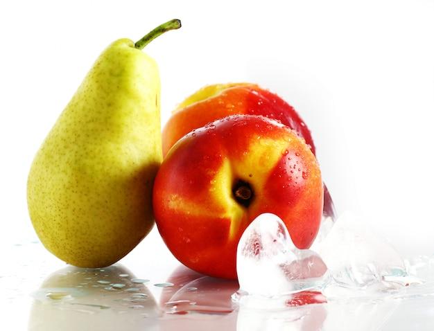 Свежие и влажные фрукты и лед Бесплатные Фотографии