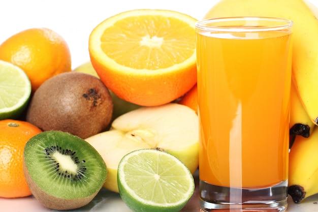 新鮮なフルーツジュースのガラス 無料写真