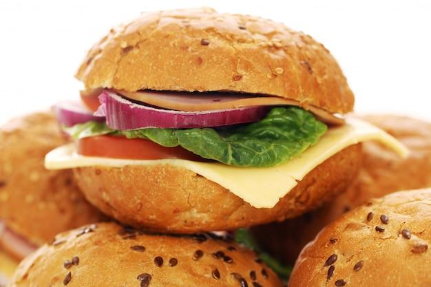 Домашние бутерброды, изолированные на белом Бесплатные Фотографии