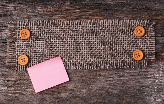 木製の質感のテーブルクロスフレーム 無料写真