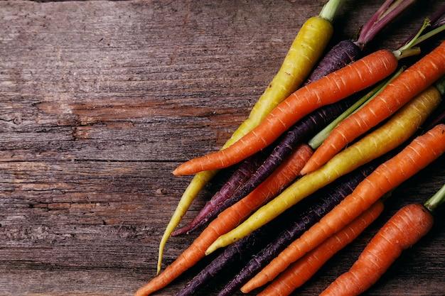 Морковь на столе Бесплатные Фотографии