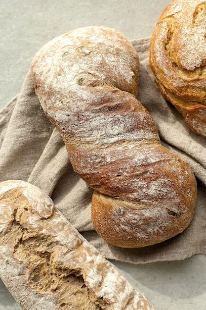 布の上のパン 無料写真