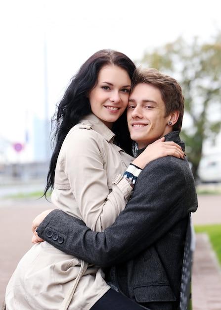 美しいカップル屋外 無料写真