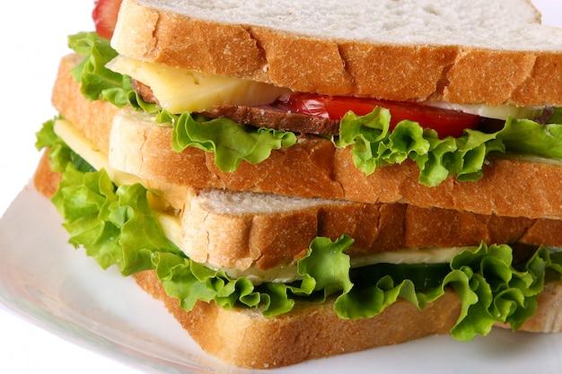 野菜とトマトの新鮮なサンドイッチ 無料写真