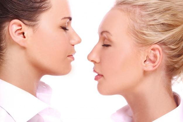 二人の美しい女の子 無料写真
