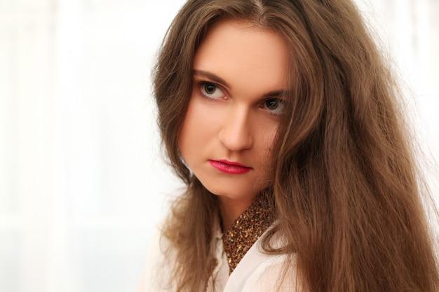 長い髪の悲しい女 無料写真