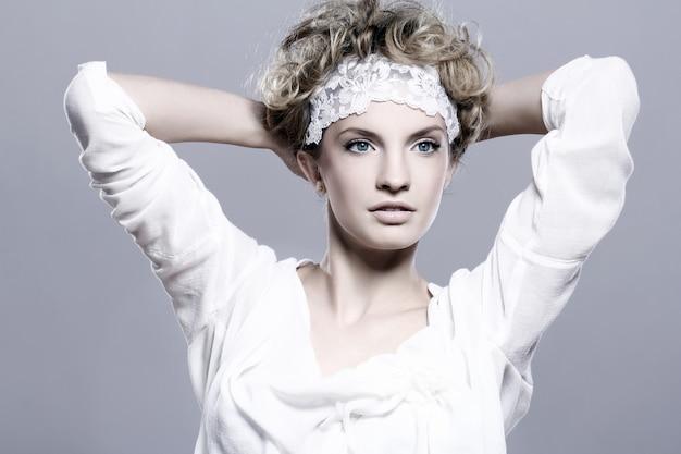 Портрет молодой и красивой женщины Бесплатные Фотографии
