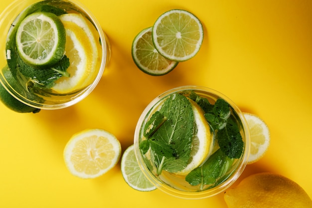 レモンスライスとさわやかなドリンク 無料写真
