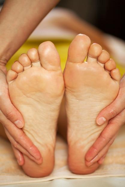 Массаж ног для женщины в спа Бесплатные Фотографии