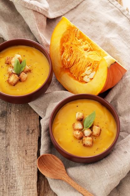 ボウルにカボチャのスープ 無料写真