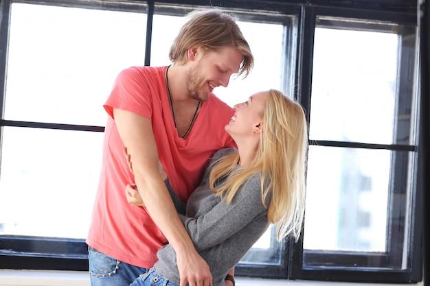 Красивая влюбленная пара Бесплатные Фотографии