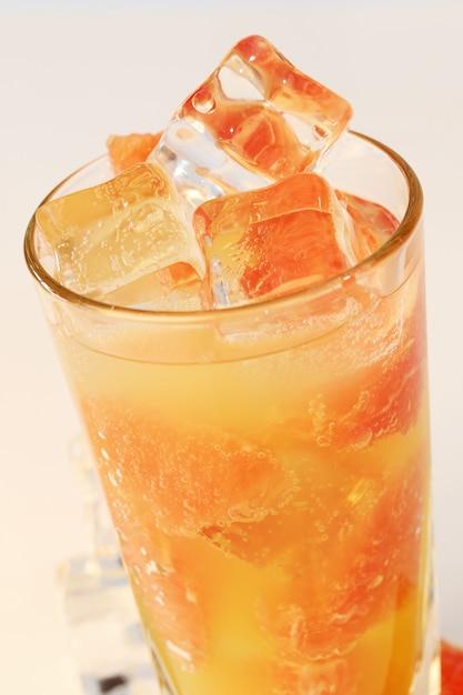 冷たいグレープフルーツジュース 無料写真