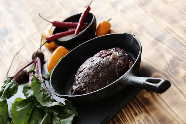 食事用の食材を使った生肉 無料写真