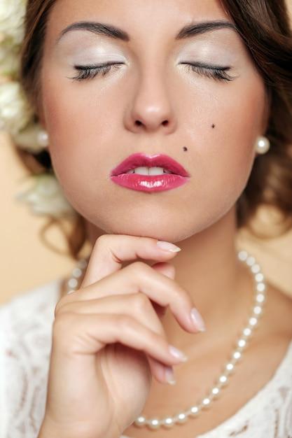 かわいいと若い女の子が結婚の準備 無料写真
