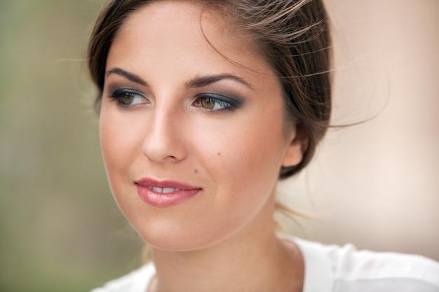 化粧品で美しい白人女性 無料写真