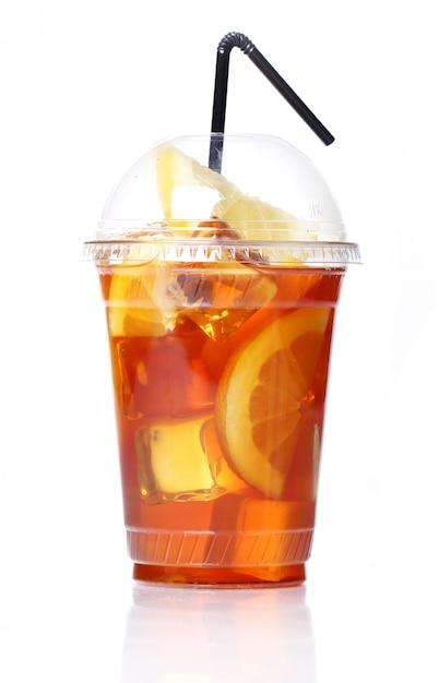Свежий ледяной чай в пластиковом стакане Бесплатные Фотографии