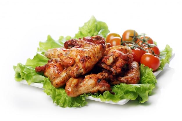 Вкусная жареная курица на тарелке Бесплатные Фотографии