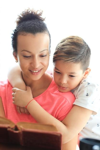 母と息子 無料写真
